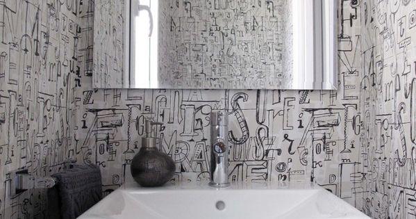 Papel pintado de letras en el ba o espejo pared ba os - Papel pintado en banos ...