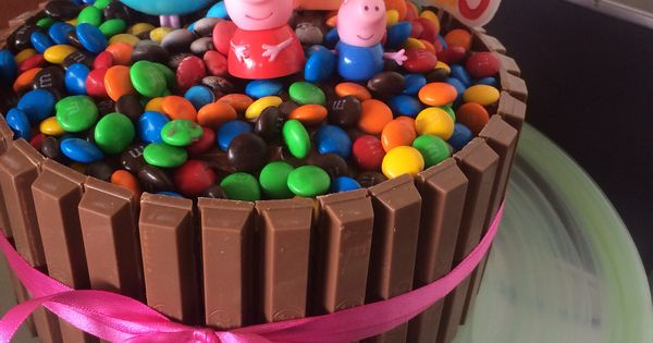Peppa pig chocolate cake kitkat smarties m'n'ms kids ...