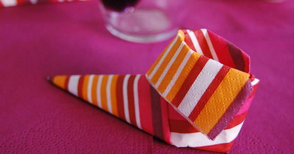 Pliages serviettes chausson lutin pliage serviette for Pinterest cuisine noel