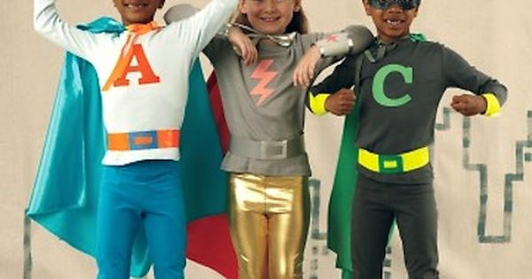 DIY Tutorial: DIY BOYS HALLOWEEN COSTUMES / DIY Superhero Cape and T-Shirt