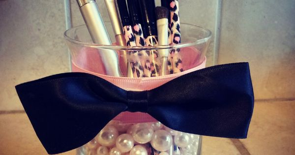 So cute makeup brush holder DIY