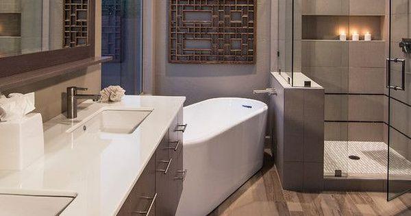 Moderne Badkamers Kenmerken Zich Door Strakke Lijnen Veel Hoogglans En Metalen Accessoires