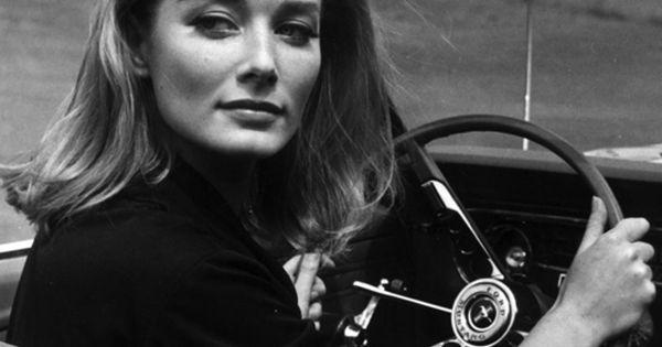 Voxsart: Ford Mustang. Tania Mallet, Goldfinger, 1964