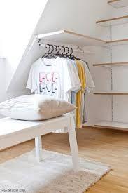 Bildergebnis Fur Regalbrett An Einer Dachschragen Anbringen Kleiderschrank Fur Dachschrage Schlafzimmer Dachschrage Dachschrage Einrichten