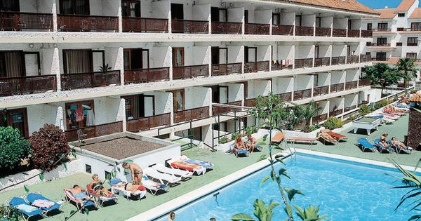 Pez Azul Is Een Vriendelijk Sfeervol En Voordelig Appartementencomplex Gelegen In Het Noordelijke Puerto De La Cruz Wat Bekend Staat Al Outdoor Mansions Pool