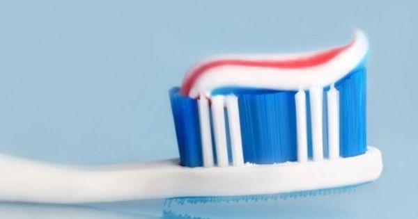 Francuscy Naukowcy Odkryli Ze Jeden Z Najbardziej Popularnych Skladnikow Pasty Do Zebow Moze Powodowac Raka Brushing Teeth Natural Toothpaste Hard Toothbrush