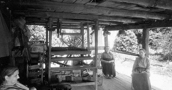 Walker Sisters At Their Cabin In Gatlinburg Tn Smoky Mountains Usa Pinterest Loom The O