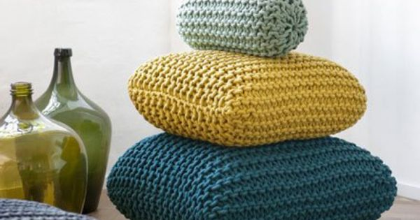 Cozy knits for the home roundup rinunciare menta e cuscini - Zachte pouf ...