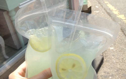 Adult Capri SunsBag o (vodka) lemonade perfect for the beach! best idea