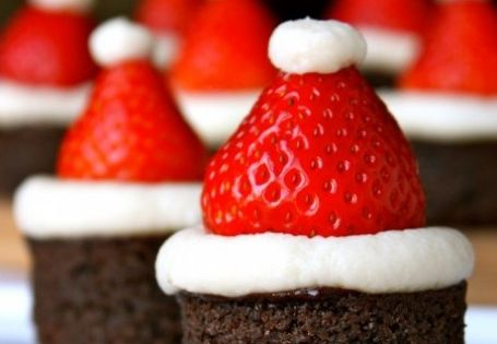 santa hat brownie bites -- great christmas dessert idea (perfect finger food