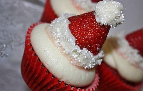 Strawberry santahat cupcakes