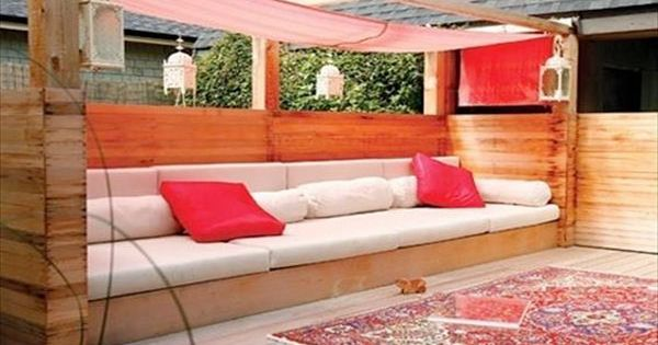 faire un salon de jardin en palette banquette de jardin jardin original et jardin en palette. Black Bedroom Furniture Sets. Home Design Ideas