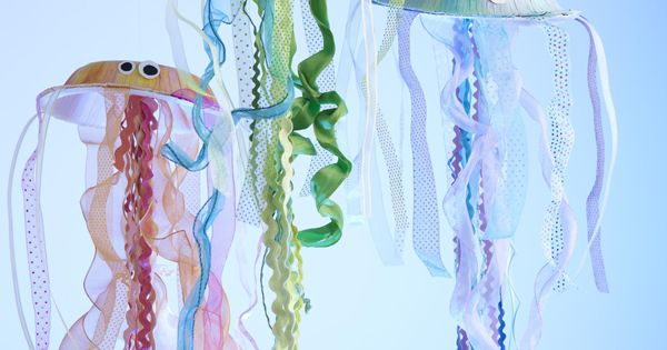 Jellyfish craft for kids - Under the sea party!