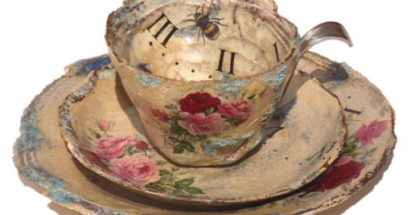 this would fit right into my teacup collection. love it.