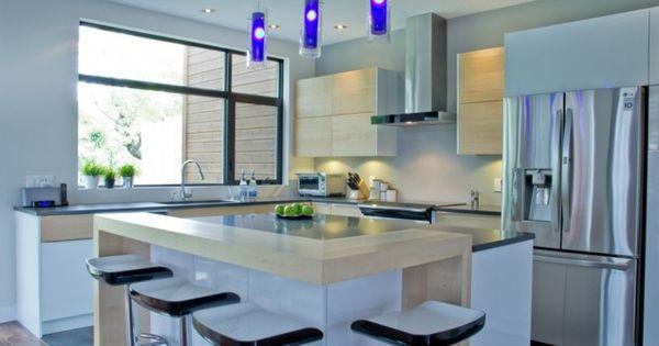 L lot et les armoires de la cuisine ont t r alis s en for Placage armoire cuisine
