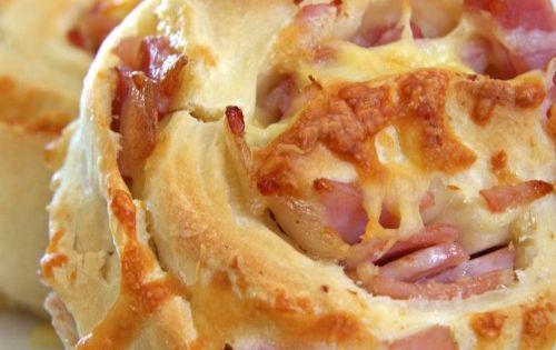 Canadian bacon and mozzarella cheese swirl bread. Recipe for the bread (2