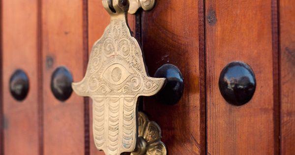 Love the door knocker ~