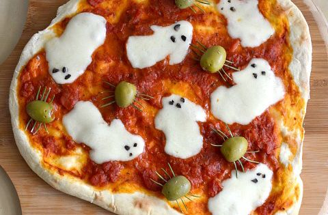 Spooky Halloween ghost pizza recipe