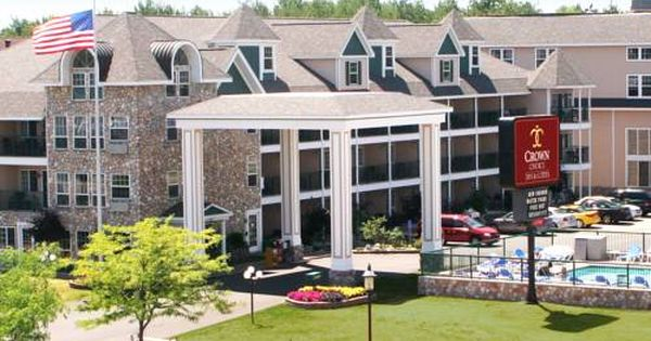 Crown Choice Inn Suites Lakeview And Waterpark Mackinaw City Michigan Just A 5 Minute Walk Of Arnold Line Ferry Do Mackinaw City Mackinaw City Hotels Hotel