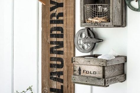 reclaimed wood and pipe LAUNDRY sign hanging station  선바, 정리 및 리폼