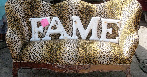 Purrrr vintage chic leopard print sofa and industrial for Decoracion hogar leopardo