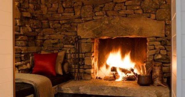 Al calor del fuego de una chimenea de piedra http icono - Fuego decorativo para chimeneas ...