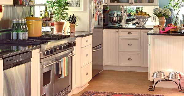 Traditional white kitchen, wood flooring - Style Guide: Characteristics of Traditional &