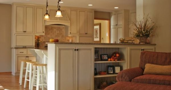 Island half wall to partition kitchen from family room for Half wall kitchen ideas