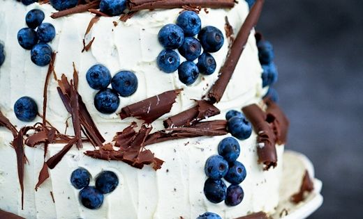 Cake styling with blueberries and chocolate