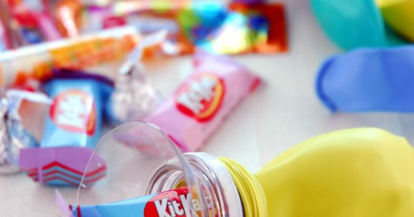 Fill Balloons Candy, using a water bottle top. Birthday Party Favors!