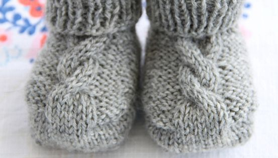 Baby Booties - Free Ravelry Pattern Knit baby slippers, boots, socks... P...
