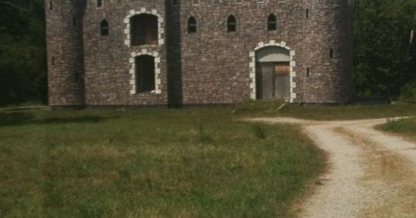 Abandoned 'castle' in Cedar Lake, Indiana | Castles ...