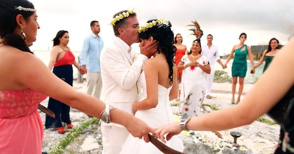 Cosmic wedding ceremony at the Nizuc Resort in Cancun ...