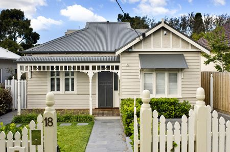 Weatherboard Homes Weatherboard House Designs For Cozy And Warm Situations Facade House Weatherboard House House Colors