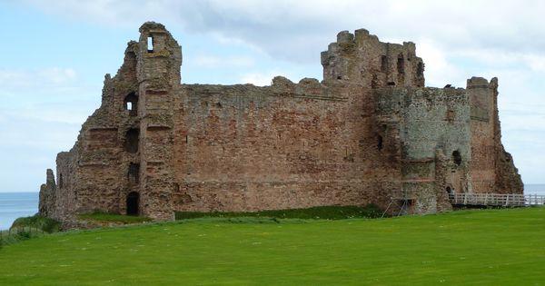 Tantallon Castle In East Lothian Built By William 1st border=