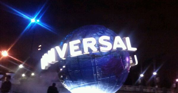 is universal studios busy memorial day weekend