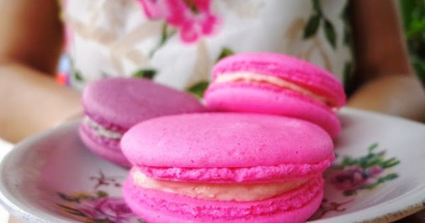 Hot pink macarons? How fun! {Drop Dead Gorgeous Daily ...