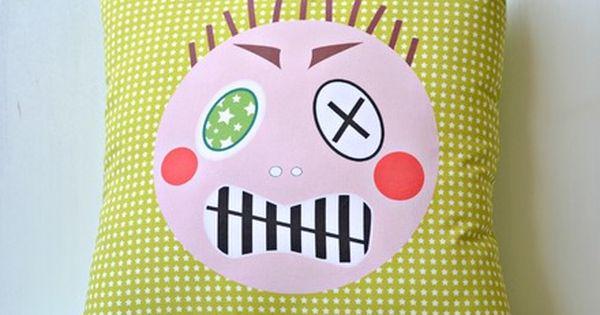 coussin de col re imprim visage grrr couleur vert ou bleu toil pr ciser la couleur souhait e. Black Bedroom Furniture Sets. Home Design Ideas