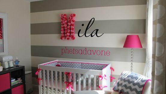 babyzimmer gestalten deko ideen graue streifen lila akzente baby stuff pinterest girls. Black Bedroom Furniture Sets. Home Design Ideas
