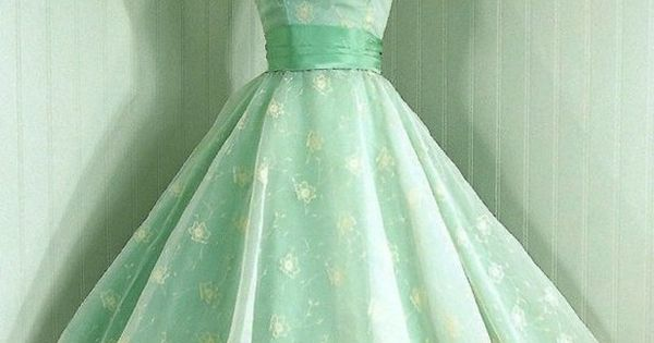 1950's special occasion dress. Why isn't this fashionable now....it's lovely. Oh yes