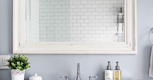 10 Tips for Designing a Small Bathroom Tocadores, Canicas y Sumideros
