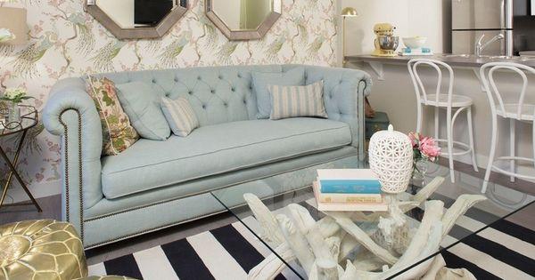 table basse bois flotté blanchi, tapis noir et blanc rayé et canapé ...