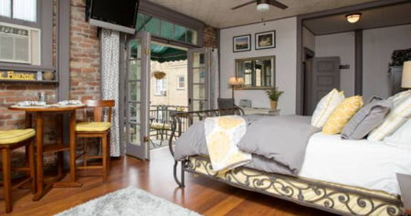 Can You Get An Apartment At 18 In Georgia Chic Studio On Oglethorpe Square Apartments For Rent In Savannah One Bedroom Apartment Apartment Design Chic Apartment Decor
