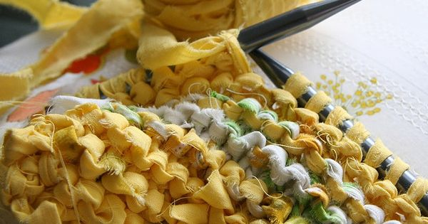 Knitted rag rug inspiration. Great way to use up fabric scraps strikk