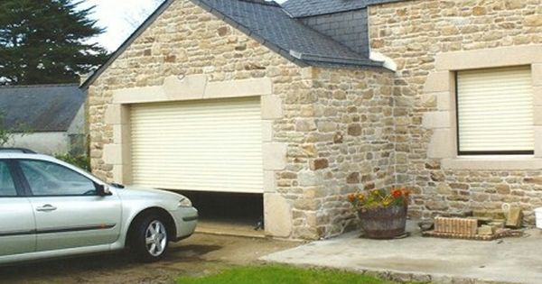 Porte De Garage Enroulable Vincennes Menuiseries C2r Avec Images Porte Garage Portes Garage