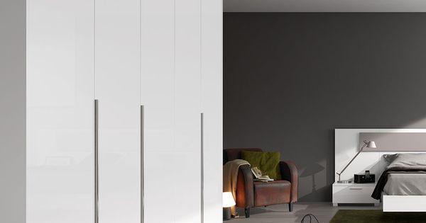 Armario de puertas batientes con una altura de 241 cm y - Armario de una puerta ...