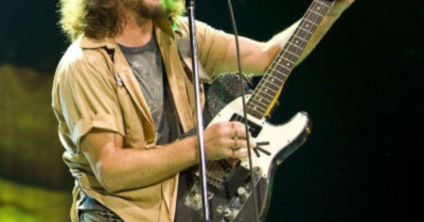 Eddie Vedder In Shorts Pearl Jam Eddie Vedder The Jam Band