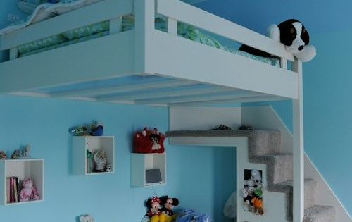 Partial hung bunk bed... Space saver and cool kids bedroom idea!