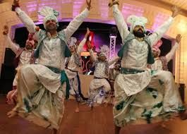 Bliss Entertainment A Birmingham Based Company That Specializes In Indian Wedding Dj We Will Rock Your Party With The Best India Wedding Dj Indian Wedding Dj
