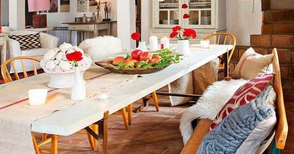 d coration maison de campagne un m lange de styles chic sol terre cuite chaises oranges et. Black Bedroom Furniture Sets. Home Design Ideas